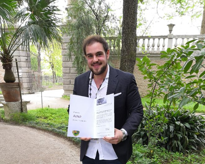 Alessio Gioia awarded the best oral presentation under 40 at the AINP Congress